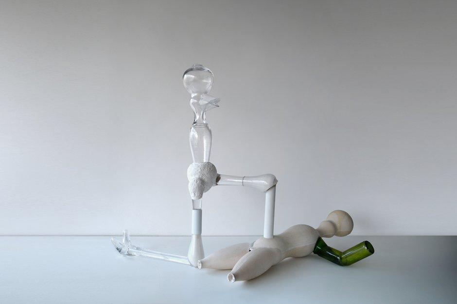 Emma Woffenden: Play-Fight, 2016. Victory, 2017. 72 x 93 x 67cm blown glass, acrylic gypsum fibre glass, plastic.