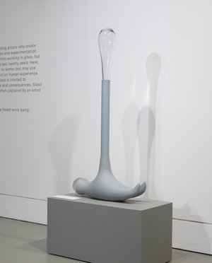 Emma Woffenden: Glass Figures, 2015. Baby Hammer, grey (2014). Clarity exhibition. photo by Gilmar Ribeiro.